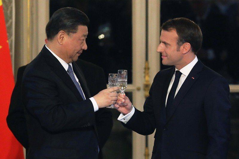 3月26日,法國總統馬克宏、中國領導人習近平於巴黎愛麗舍宮會面。 圖/美聯社