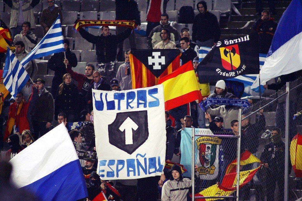 西班牙人隊在巴賽隆納乃至整個加泰隆尼亞地區,受到支持的程度皆不若巴賽隆納隊,傳統...