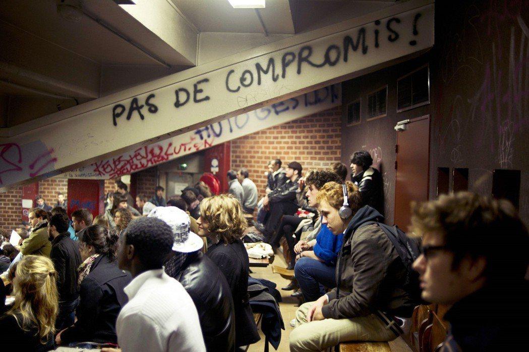 法國的移民政策自2000年起開始緊縮。對非歐盟國民進行「貧富篩選」的意識形態,很...