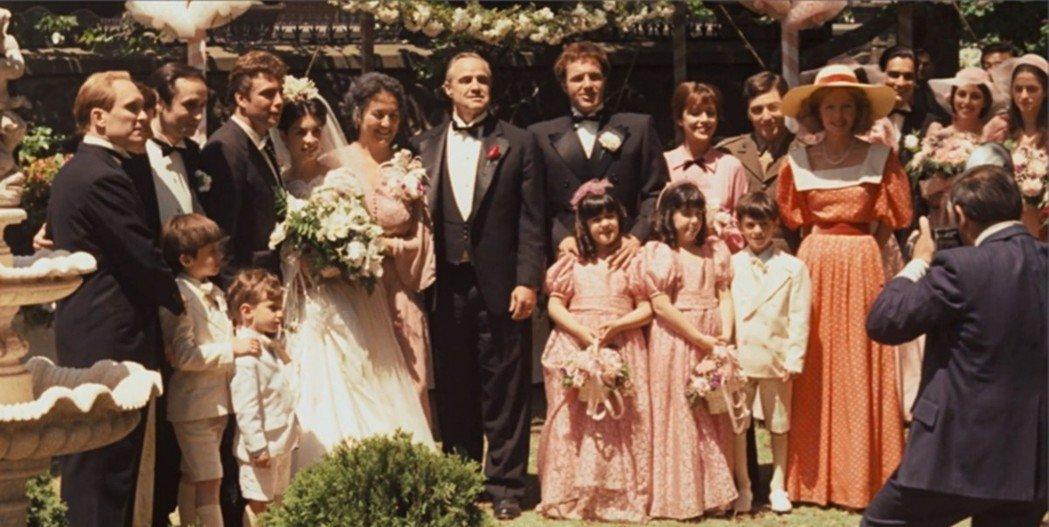 聯姻在光榮會裡有很大的價值意義,不同家族的成員常用聯姻來鞏固家庭之間的關係,甚至...