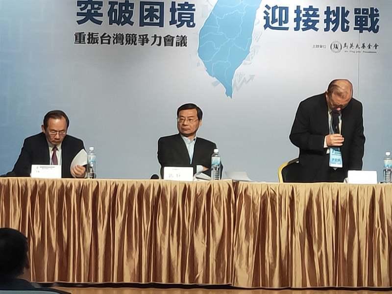許多專家在30日的競爭力論壇表示,台灣需要透過更開放的經濟政策,跟上國際區域整合...