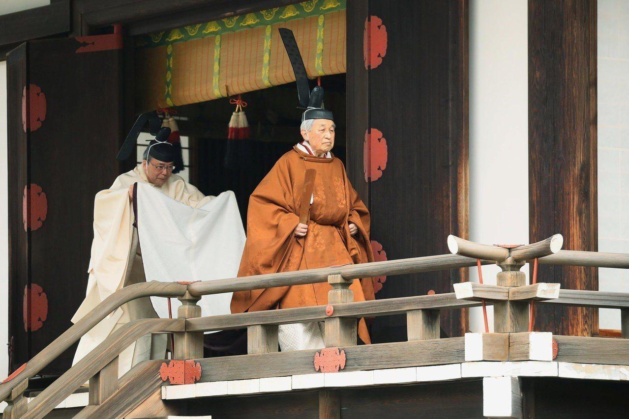 日本明仁天皇在當地時間30日上午10時開始退位儀式,成為相隔202年第一位生前退...