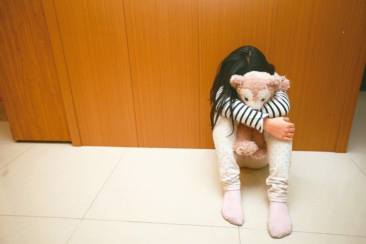 衛福部指出,每年重大虐童致死案約20件,7成施虐者是親生父母。示意圖/聯合報系資...