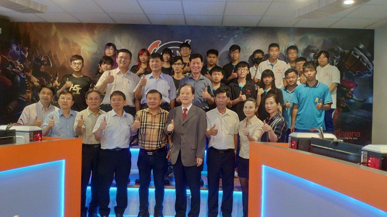 大德工商今天與遠東科技大學兩校進行策略聯盟簽約。記者李京昇/攝影