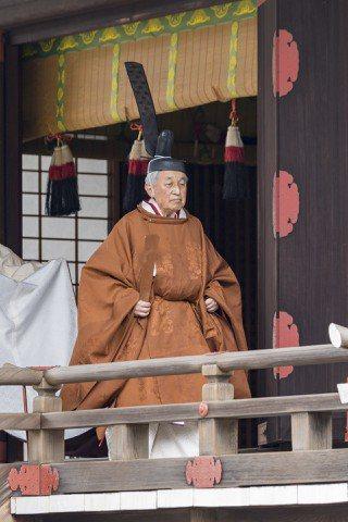 日皇明仁將在今天退位,上午他在皇居「宮中三殿」舉行退位之禮。歐新社
