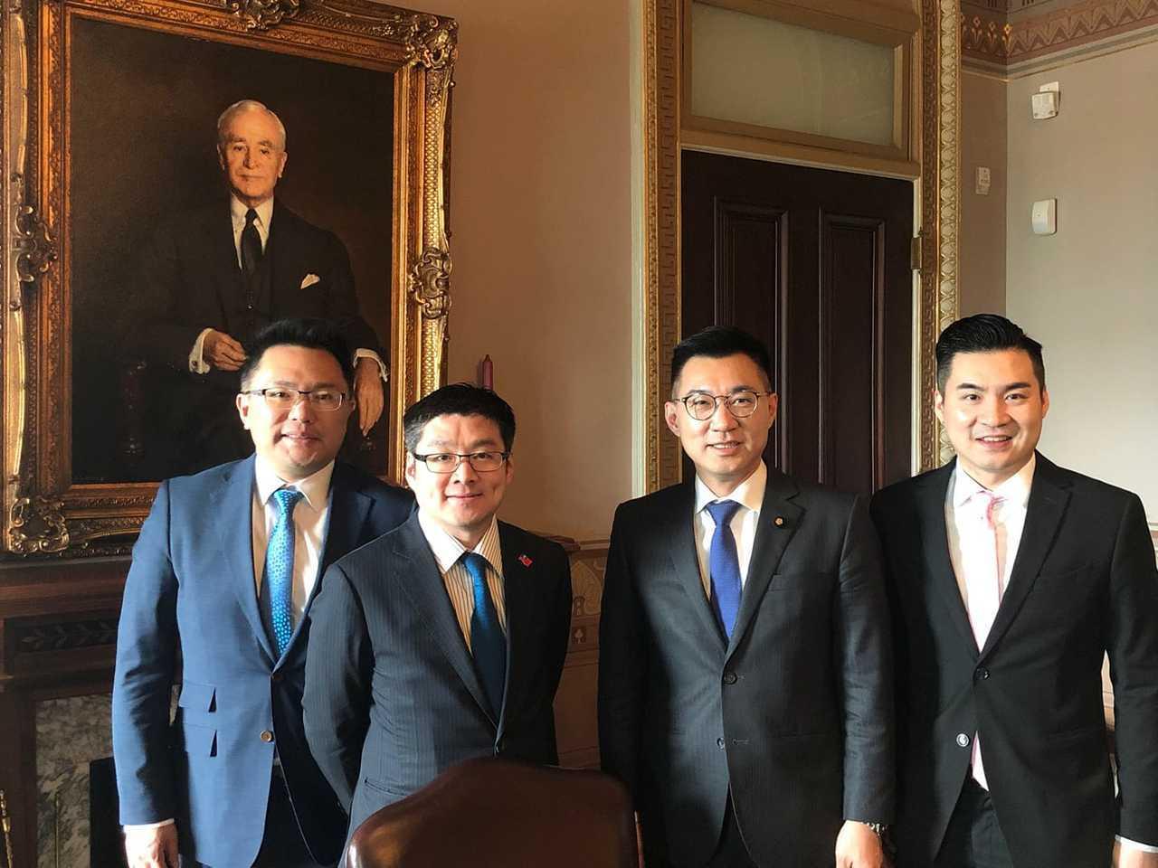 國民黨立委江啟臣(右2)、台北市議員張斯綱(左1)、徐弘庭(左2)、銘傳大學國際...