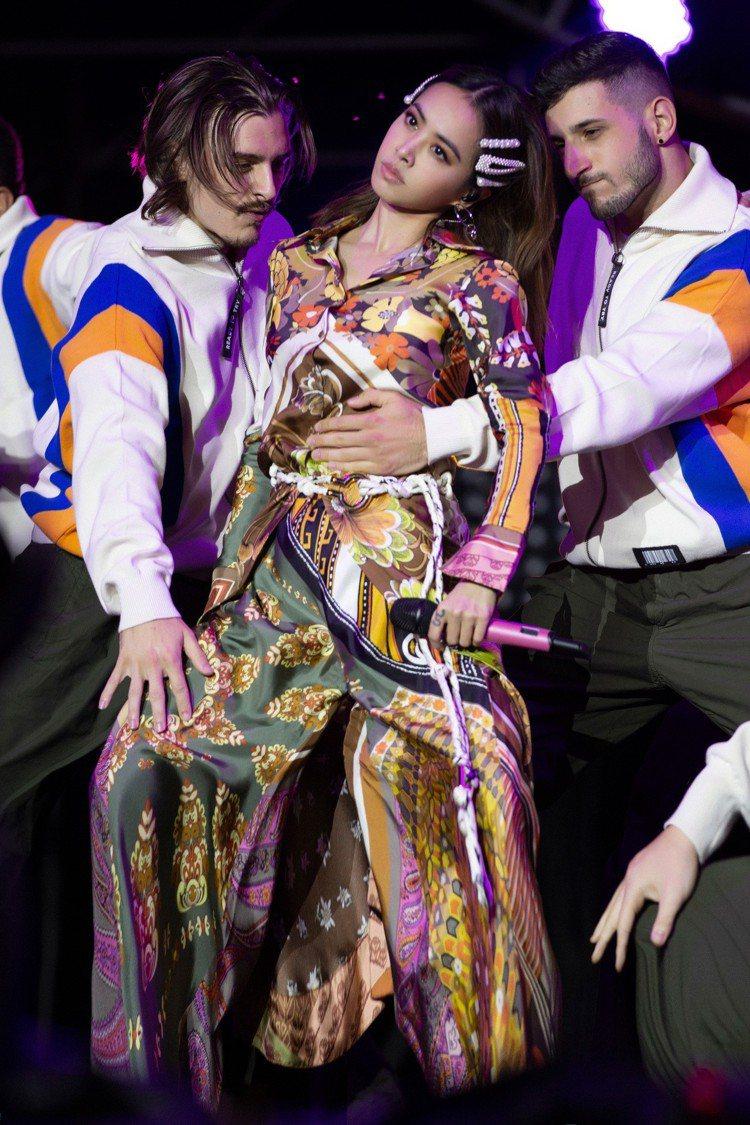 蔡依林身穿Chloé 2019春夏嬉皮風格褲裝。圖/取自IG