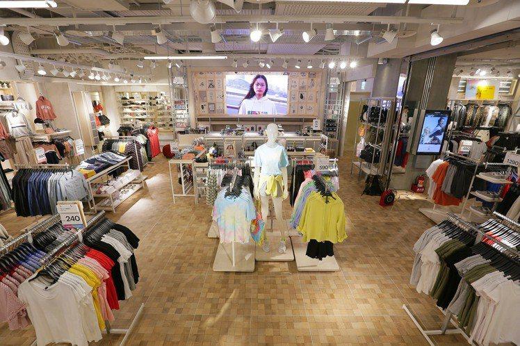 Pull&Bear台中大遠百店保留了全球旗艦店最受歡迎的店面特色。圖/Pull&...
