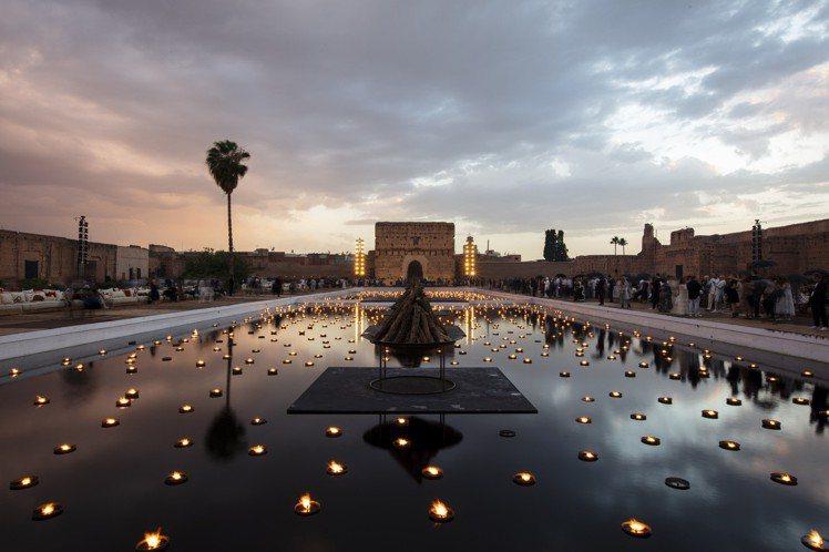 DIOR 2020早春選址於16世紀的巴迪皇宮,打造如電影般的夢幻場景。圖/DI...