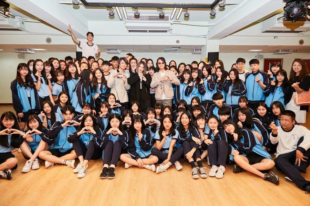 F.I.R.希望用青春補完配件彌補學生時代的遺憾。圖/華研國際提供