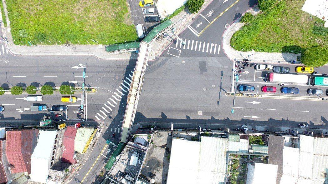 交通局提出「108年十大易肇事地點」的改善計畫,其中三重區該街口肇事比例最高者為...