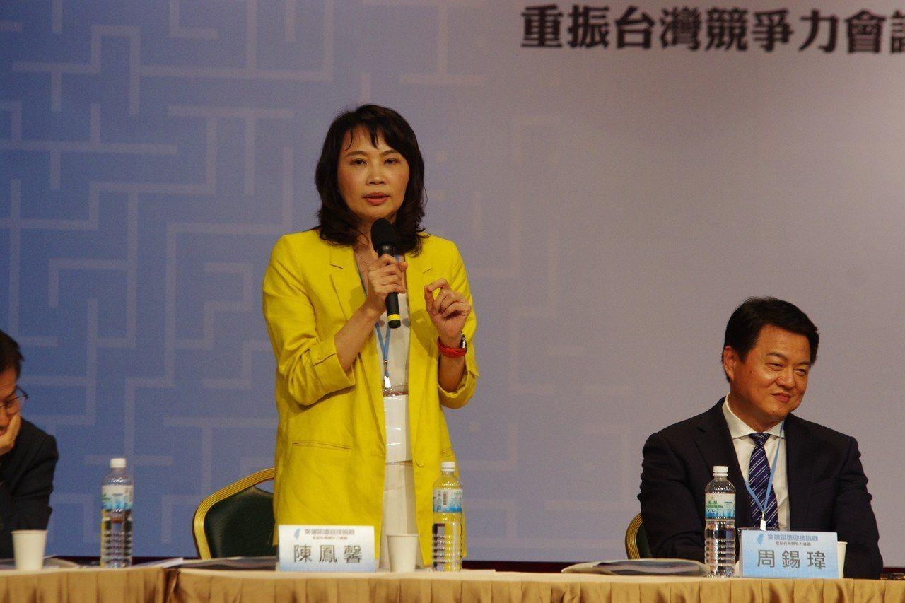 陳鳳馨(中)。記者程嘉文/攝影