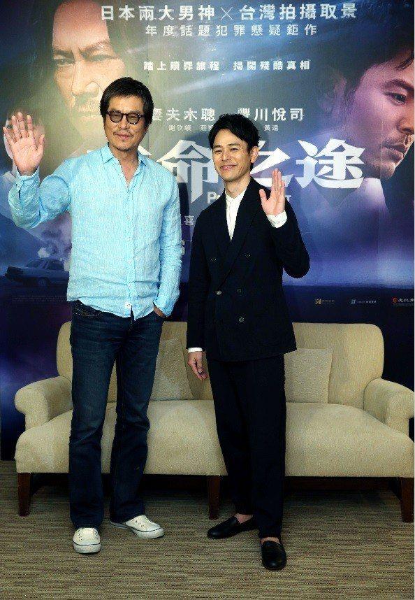 豐川悅司(左)與妻夫木聰展現超萌身高差。記者林俊良/攝影