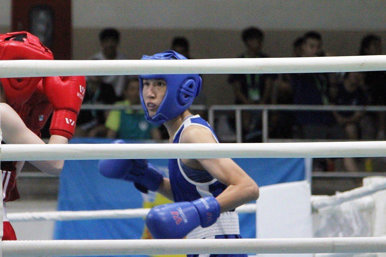 黃筱雯以4:1擊敗法國選手克魯維利耶,在世界女子拳擊錦標賽54公斤級奪金。聯合報...