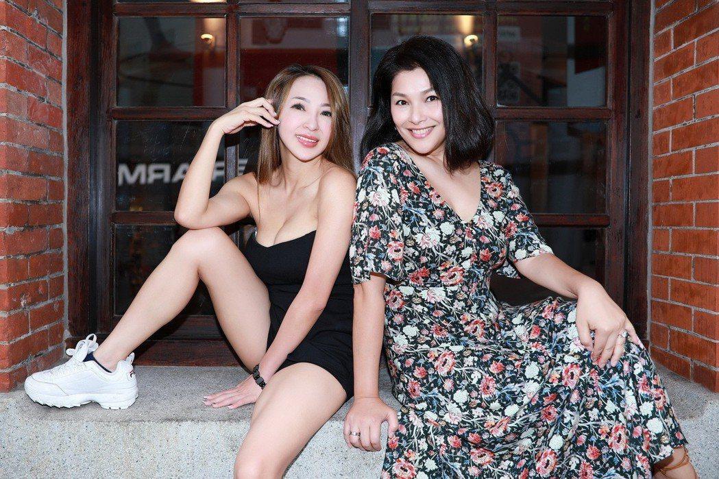 妞妞(左)和嚴淑明。圖/怡得影音提供