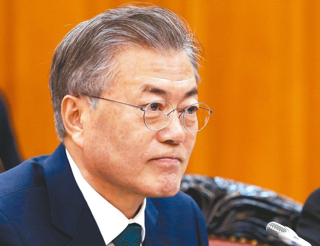 南韓總統文在寅昨天在參訪三星工廠時表示,南韓的目標是要在二○三○年前躍居記憶體與...