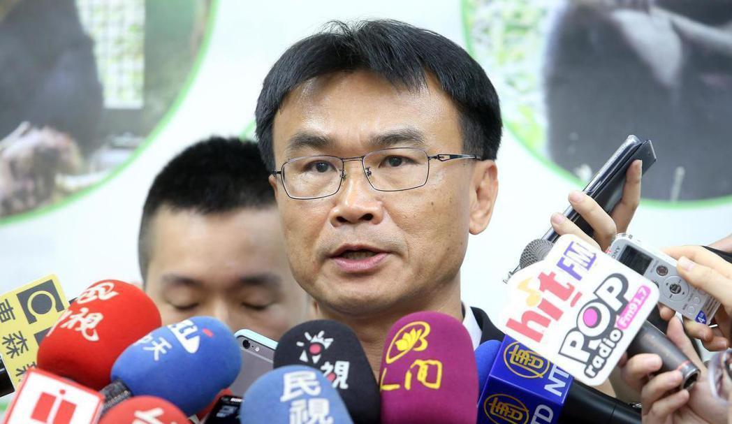高市長韓國瑜2月出訪星馬時,遭農委會主委陳吉仲(中)酸言是既有通路。 圖/聯合報...