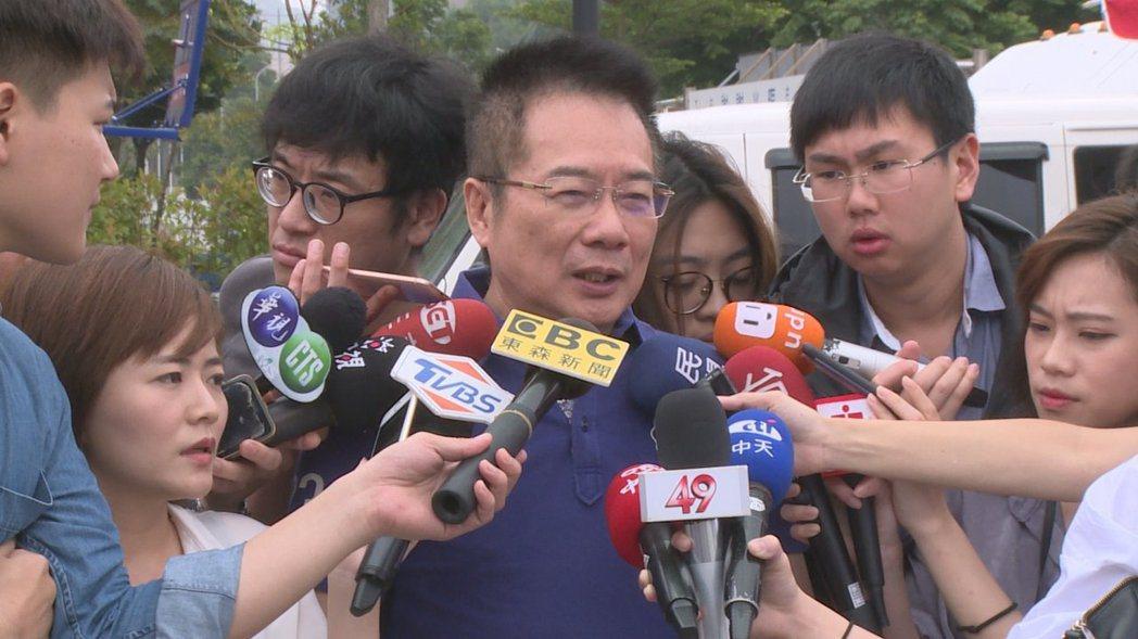 國民黨前立委蔡正元(中)為四千萬捐款風波,向韓國瑜道歉。 圖/聯合報系資料照片