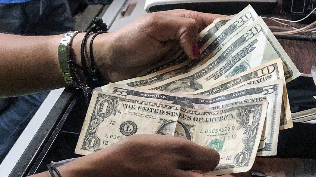 債務和儲蓄,中產階級與富人的差異。 宋凌蘭