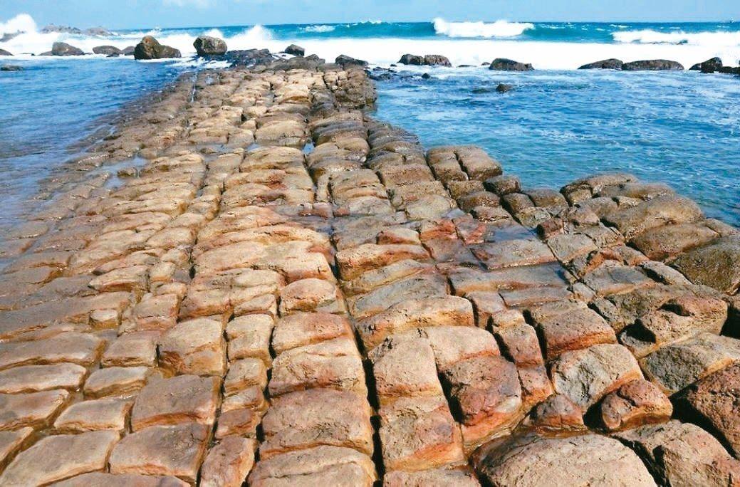 和平島公園有遼闊海景及世界級海蝕地景。 記者游明煌/攝影