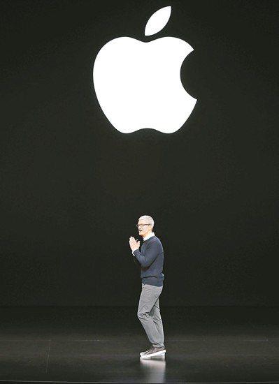 蘋果公布第一季財報,執行長庫克表示,上一季最後幾周iPhone銷量已開始回升,暗...