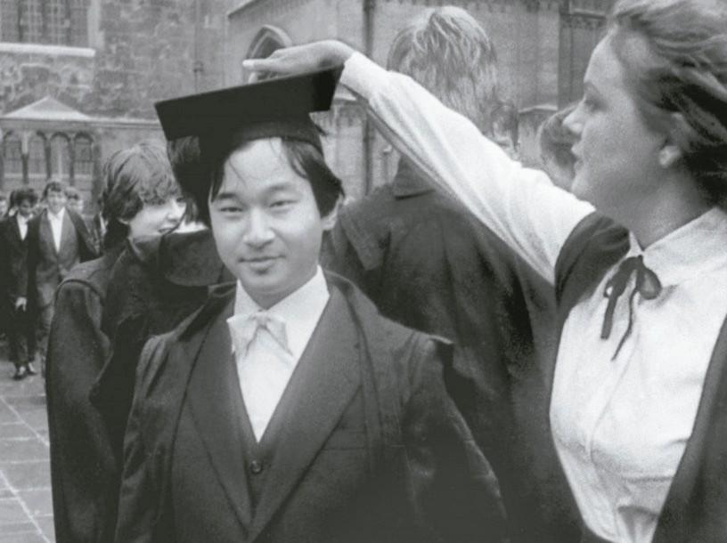 德仁1983年10月在牛津檔案照。 圖/取自英國外交檔案