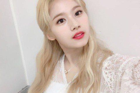 韓國女團TWICE中的日籍團員Sana,30日在官方IG上發表對平成時結束,令和時代開始的感嘆,沒想到此貼文觸動了敏感的韓國人,引發韓國網友的不滿。Sana選在平成時代的最後一天,在TWICE的官方...
