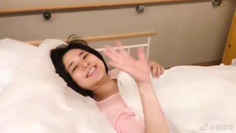 前日本AV女優蒼井空1日順利產下雙胞胎,成為令和時代第一天的新生兒,而她從4月30日晚上九點就開始直播生產過程,不過直到5月1日早上11點多才傳出好消息。蒼井空懷了雙胞胎兒就宣布會在網路上直播生產過...