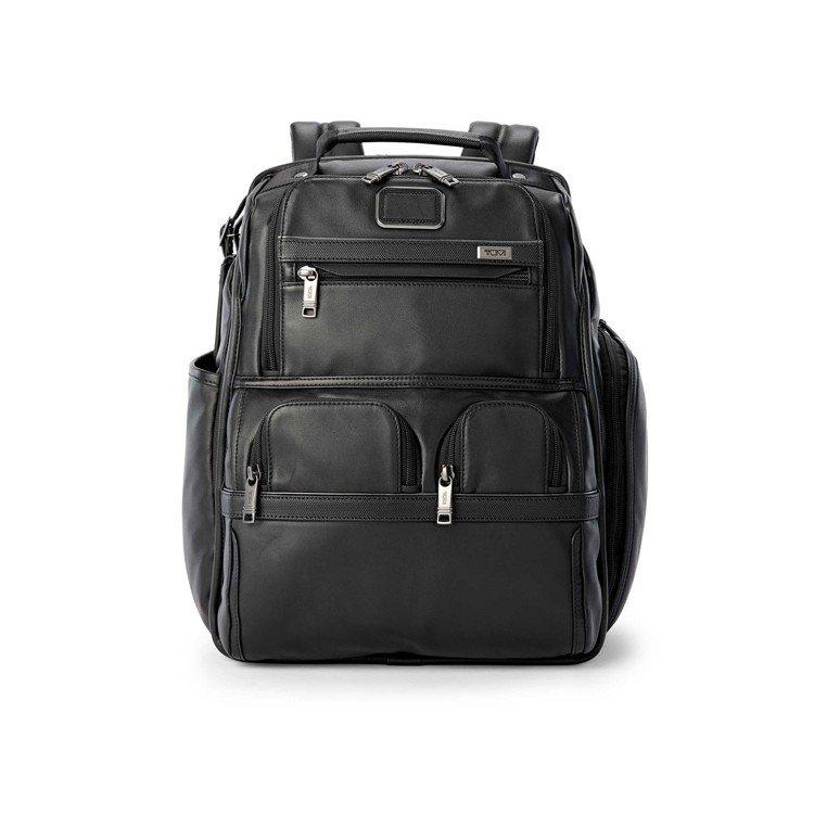 Alpha 3 黑色皮革電腦後背包,約32,200元。圖/TUMI提供