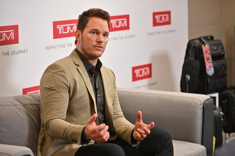 在接受台灣媒體採訪時,Chris Pratt展現了對TUMI的熟悉,侃侃而談包款...
