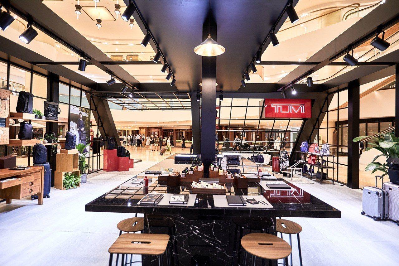 為了品牌新大使Chirs Pratt到訪香港,TUMI還特地於太古廣場,設立一個...