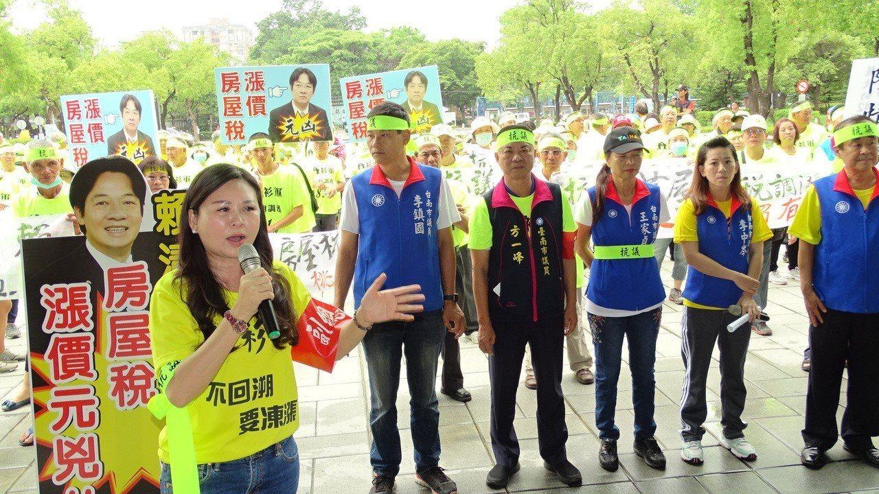 國民黨多名議員砲轟台南市政府回溯徵收房屋稅,民怨不已。記者謝進盛/攝影