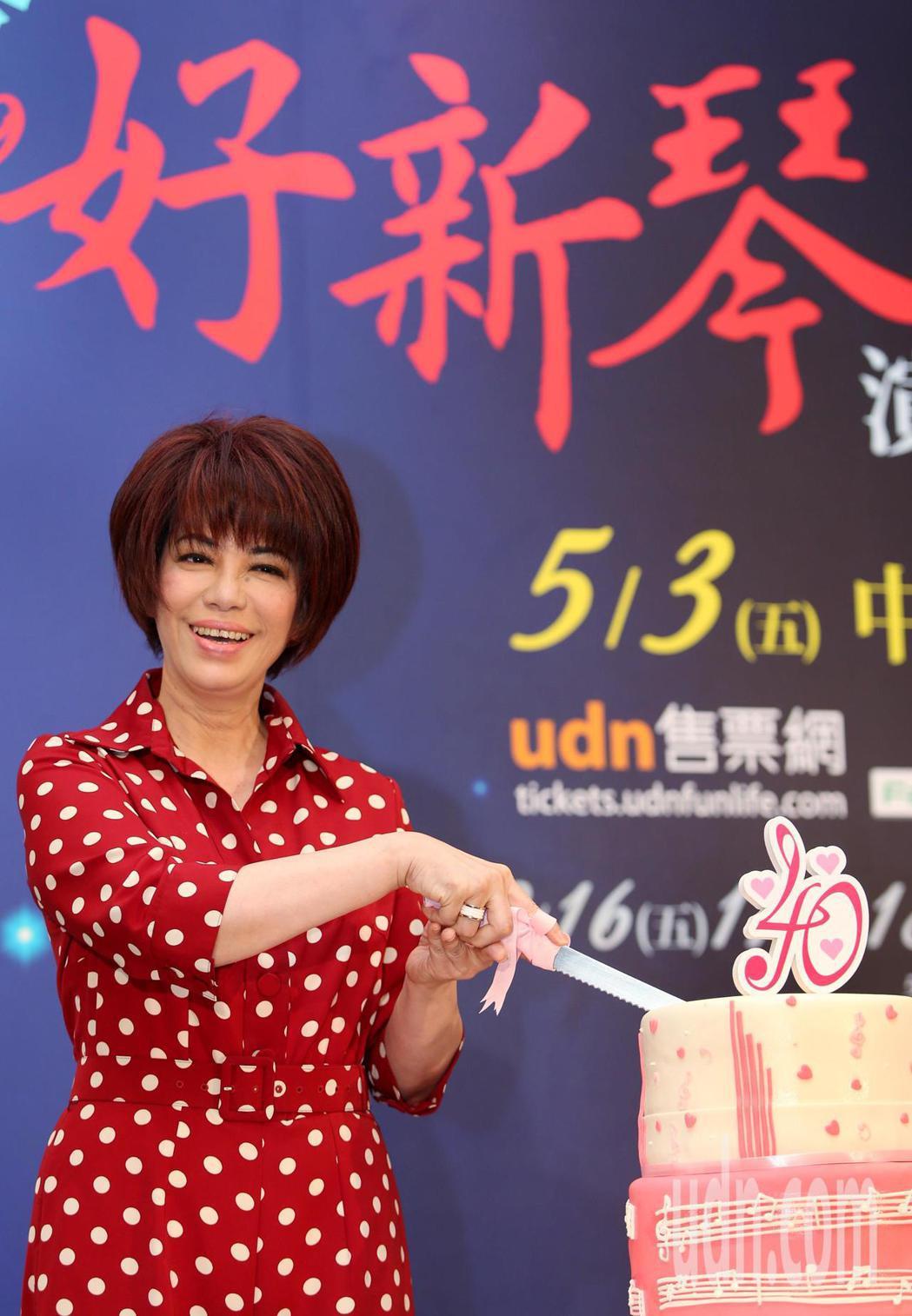 61歲的蔡琴至今已唱了40年的歌,雖然很累很苦,可是她從未喊停。記者侯永全/攝影