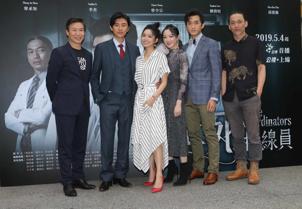 朱陸豪(左起)、曾少宗、劉倩妏、李杏、鍾政均、單承矩出席「生死接線員」首映記者會...