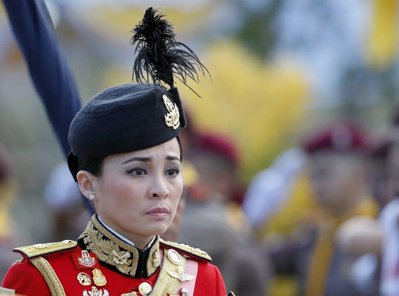 隨著瓦吉拉隆功2016年繼位國王,蘇提妲也成為國王衛隊司令官,獲頒將軍。(歐新社...