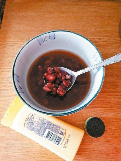 為了不受濕疹發作之苦,求診中醫,進行調養,搭配一周煮一次紅豆水或紅豆湯,不需加糖...