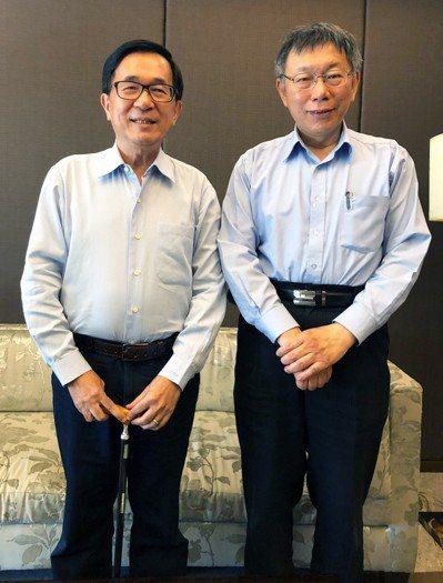 台北市長柯文哲(右)3月曾南下至高雄拜訪前總統陳水扁(左)。 圖/陳致中提供