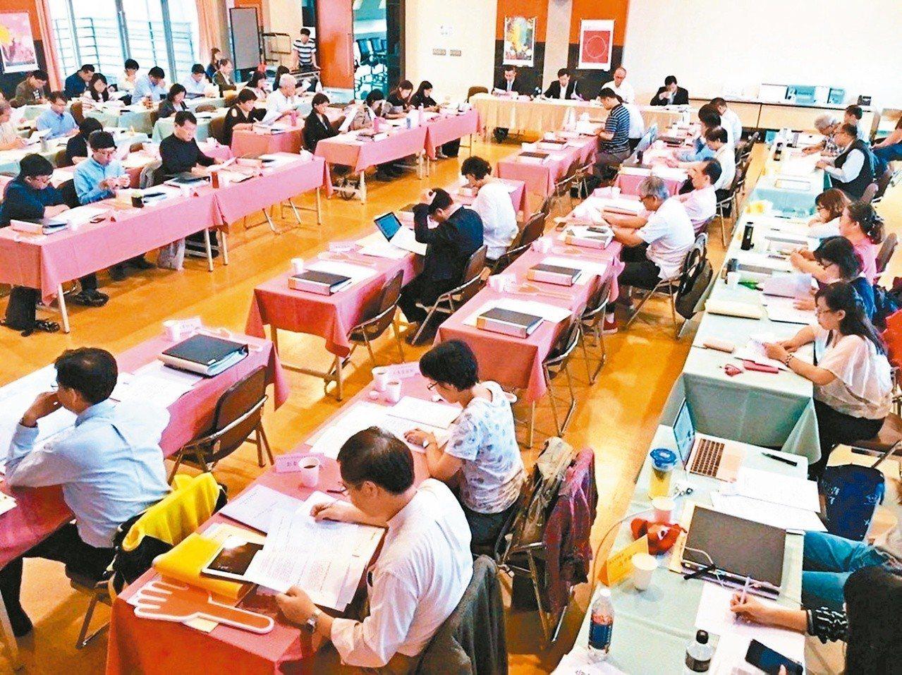 台灣過去教改過度注重升學改革、課綱調整、以及分數導向的學習方式等,累積成教育系統...