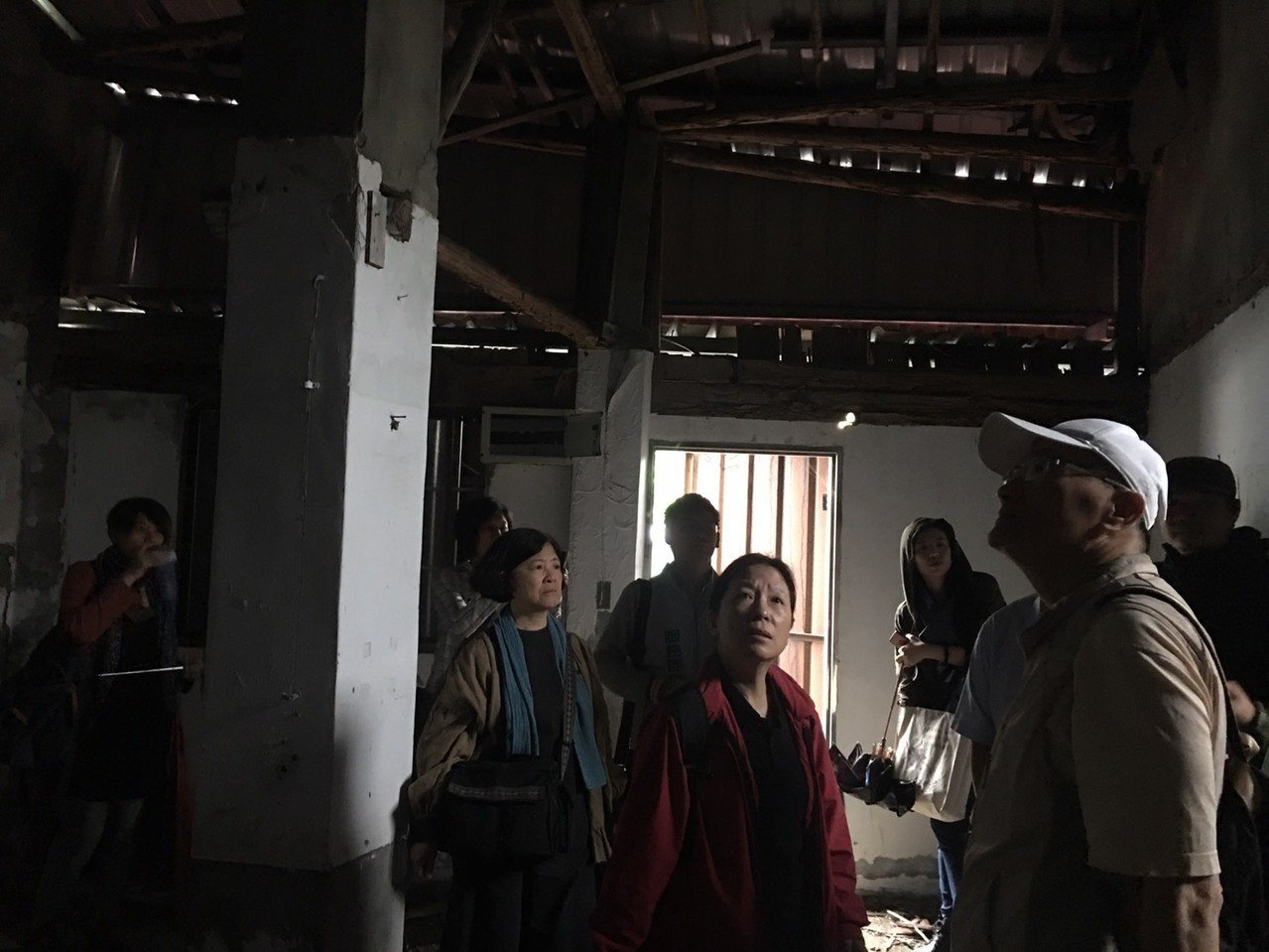 北市文化局昨天上午會勘蟾蜍山文化景觀蠶改場、農試所宿舍群,有3棟屋內漏水狀況嚴重...