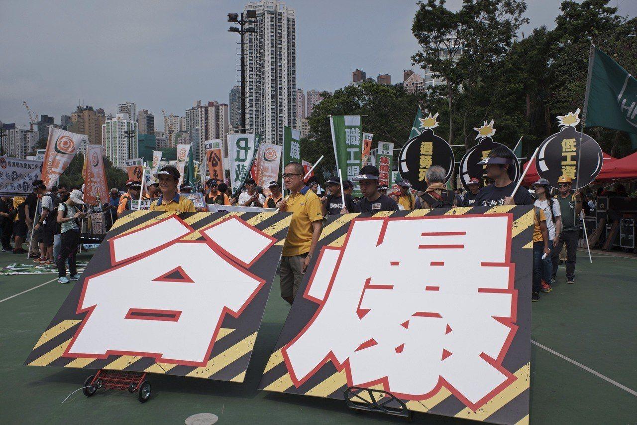 五一勞動節,多個團體發起遊行為打工仔表達訴求。 美聯社