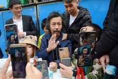 「流浪大師」重現上海街頭 粉絲瘋狂