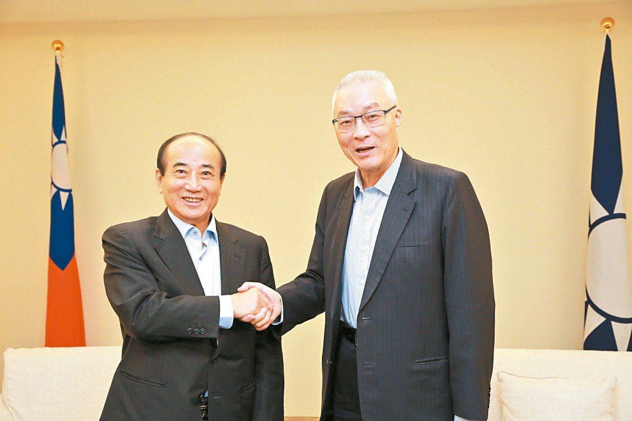 立法院前院長王金平(左)上午在國民黨中央黨部與黨主席吳敦義(右)會面。 圖/國民...