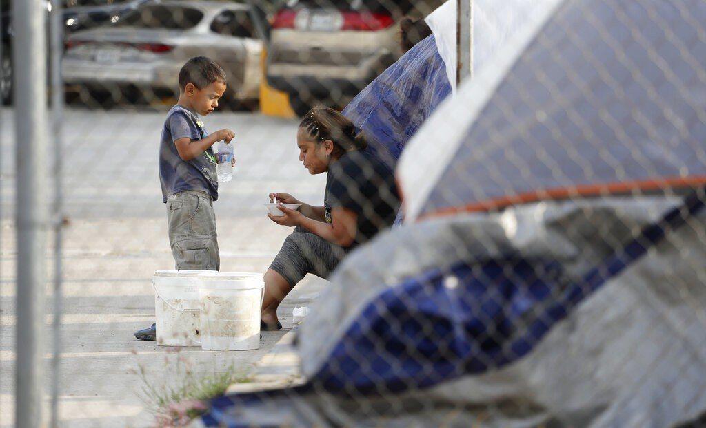 一名無家長陪伴的16歲瓜地馬拉少年,病逝在德州一家醫院,為去年12月以來第3名在...