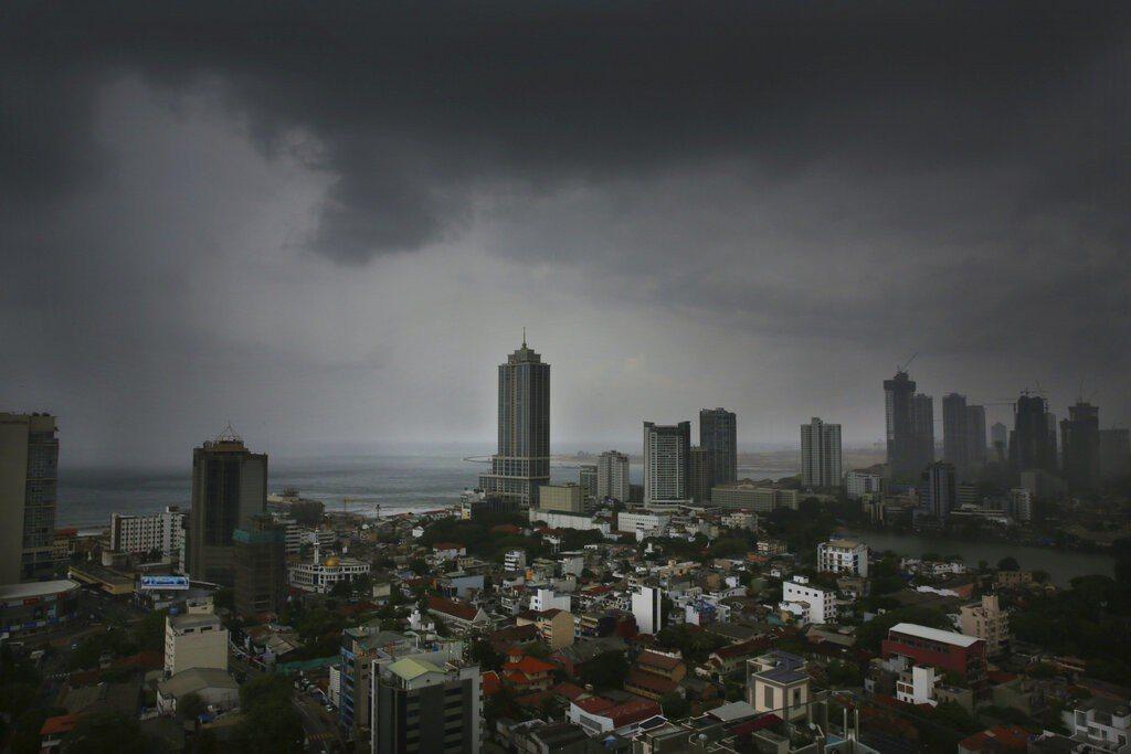 極強氣旋風暴法尼預計明天下午在印度教聖城普里(Puri)附近登陸,當局已先行撤離...