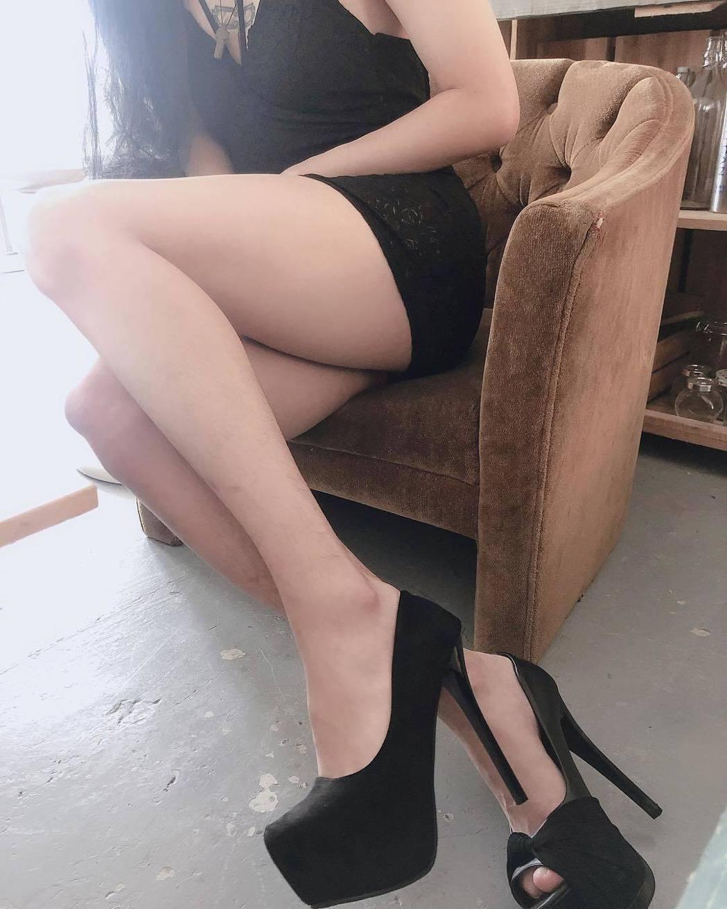 孫生分享美腿照。 圖/擷自孫生臉書