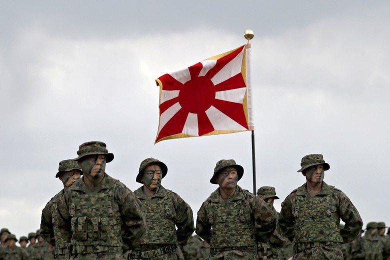 2018年4月,日本陸上自衛隊成立兩棲快速部署旅,外媒稱其為二戰後日本第一支編制...