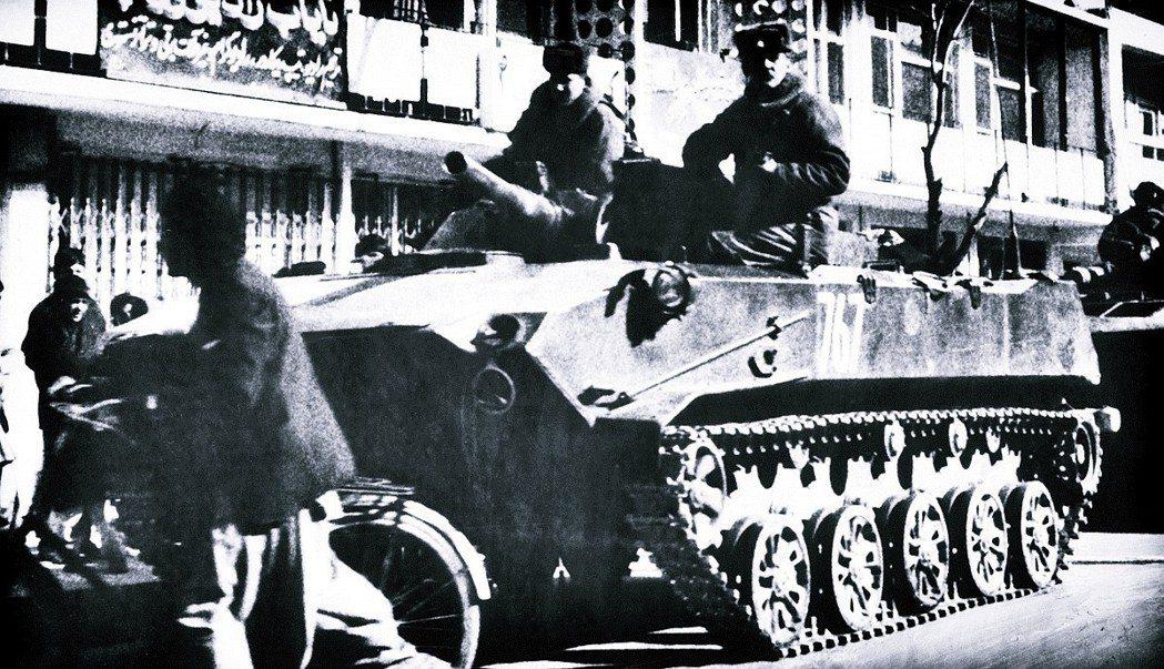 「應阿富汗人民民主黨和國家領導的集體請求,反擊外來侵略...」蘇聯以此為由,於1...