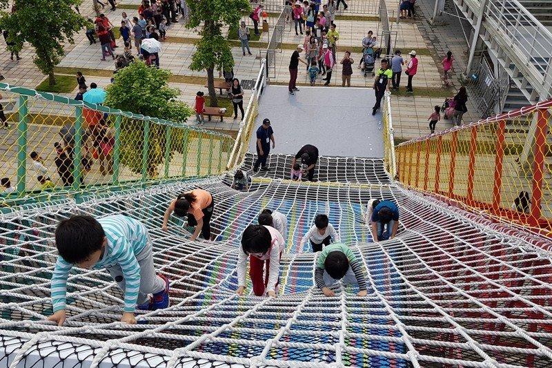 圖為新竹市兒童藝術節,9項大型遊具供孩子免費玩樂,攝於2019年4月。 圖/聯合報系資料照
