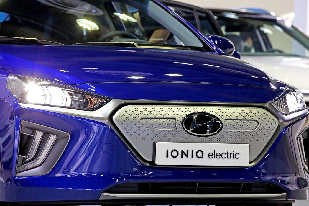 小改款Hyundai Ioniq Electric換上了封閉式水箱護罩。 摘自H...