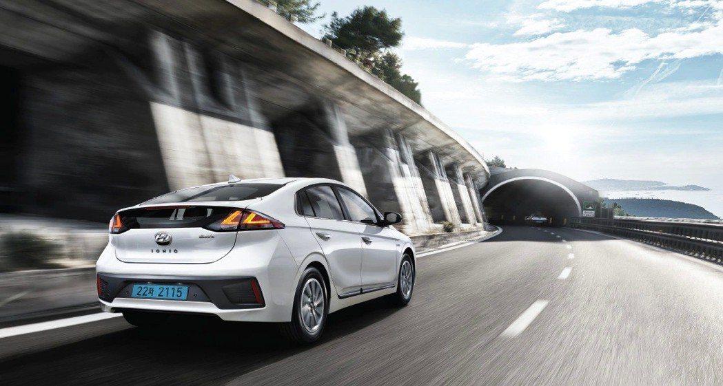 小改款Hyundai Ioniq Electric續航距離達到了271km。 摘...